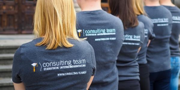 Consulting Team Mitglieder Rücken
